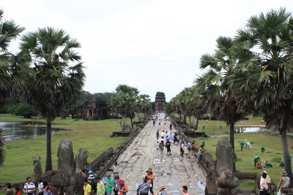 The main walk. There is a bridge across this moat which is contiguous with this grand walk.