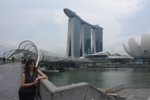 Lilla in front of the Marina Bay Sands