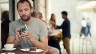 cafe_cellphone